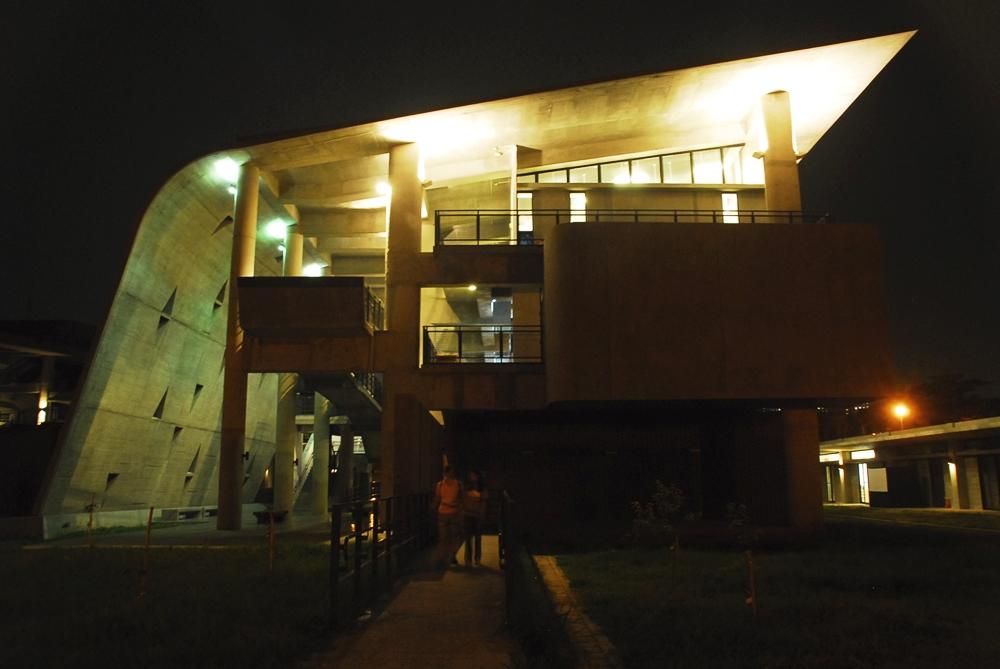 夜訪美術系館